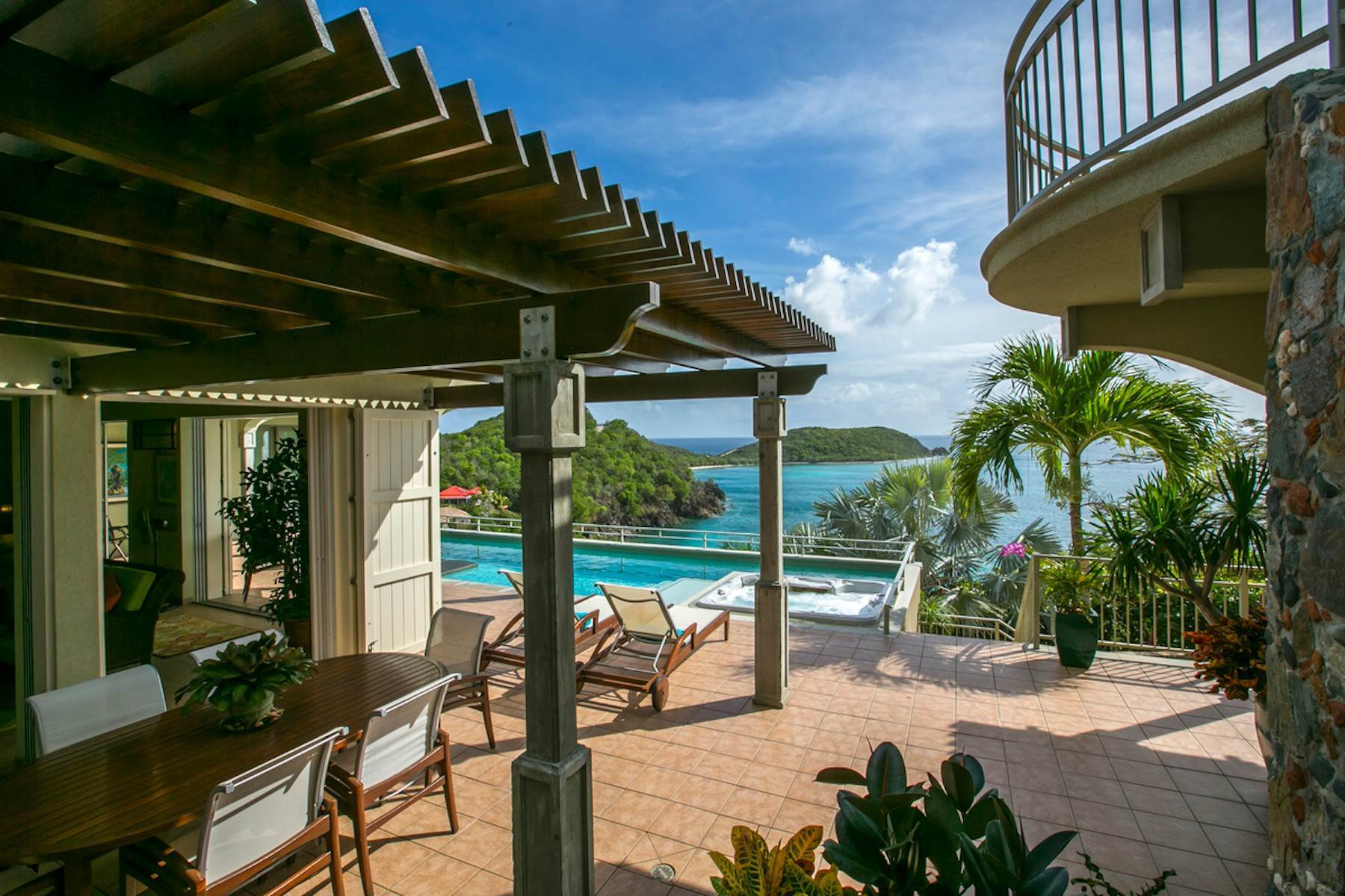 Single Family Homes pour l Vente à Latitude Villa 15A-7-13 Rendezvous & Ditleff St John, Virgin Islands 00830 Isles Vierges Américaines